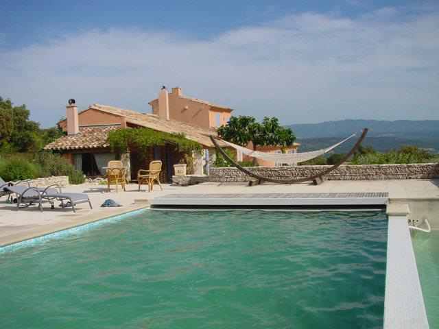 Perched on the heights of Saint Saturnin