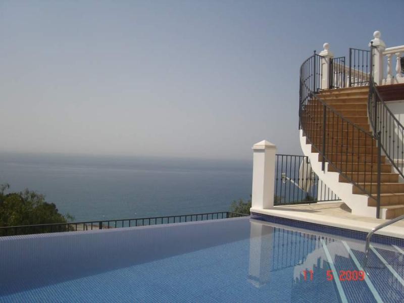 Private Infinity Pool & Stairs to Main Terrace