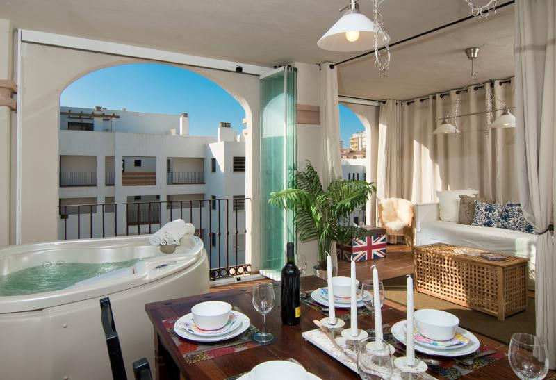 Come stay in our holiday rental in La Cala de Mijas. Enjoy the Jacuzzi on the terrace, WiFi & PS