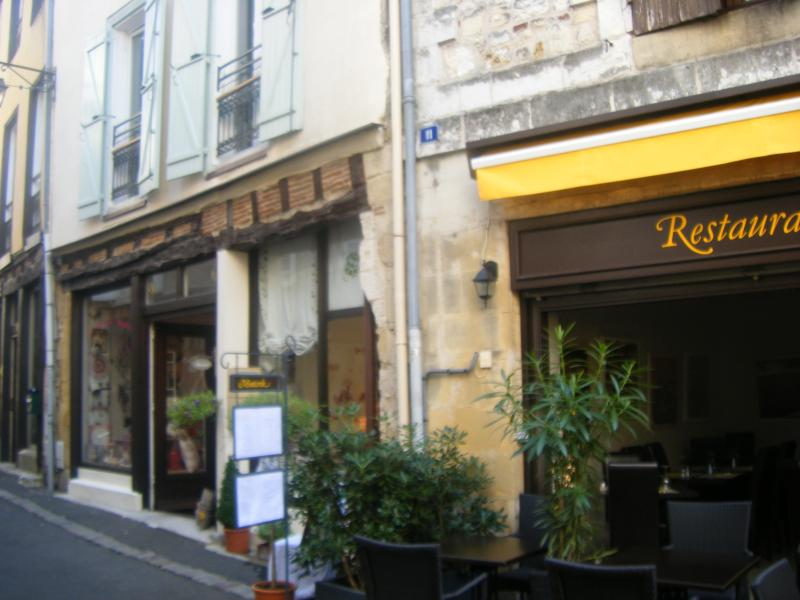 Rue des Fontaines, Apartment frontage