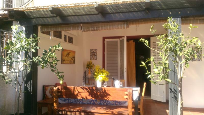 Entrance to the house with veranda, ideal for eating al fresco
