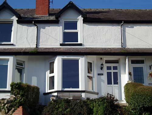 Spacious Ty Haf Cottage with fantastic views over the bay of Llandudno from the main lounge