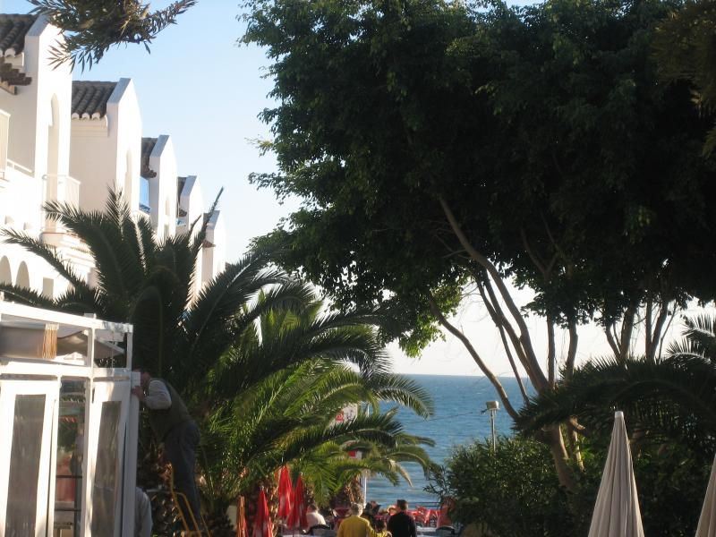 Fuentes-directly overlooking the Med