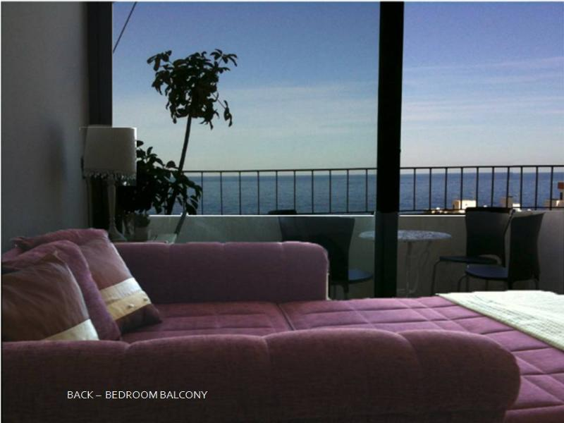 Bedroom with sun terrace and sea view.