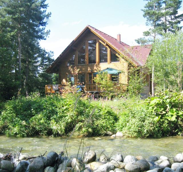 Tatras Lodge: chill out in the summer on the expansive decking, in the grounds or on the river.