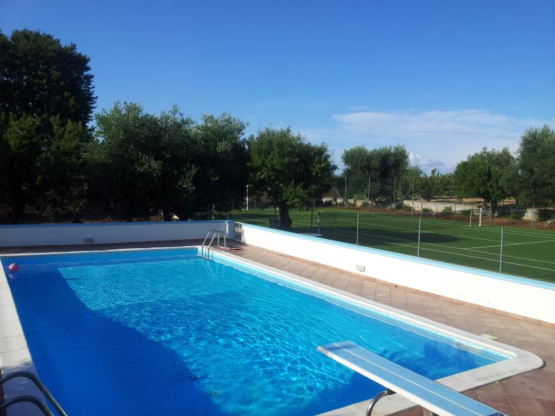 The large pool to share with the neighbour villa