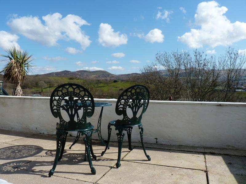 Take a seat on the upper terrace of the garden, gaze out and enjoy the wonderful view.