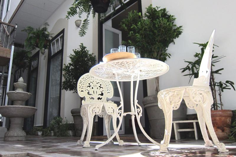 Charming dining set in the patio of the Old Chocolate Factory, in Vegueta