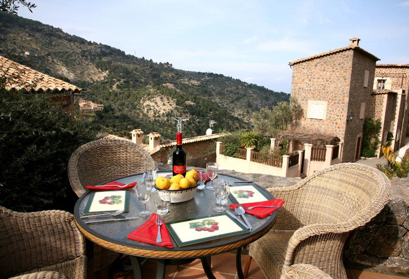 Dining on the lower terrace