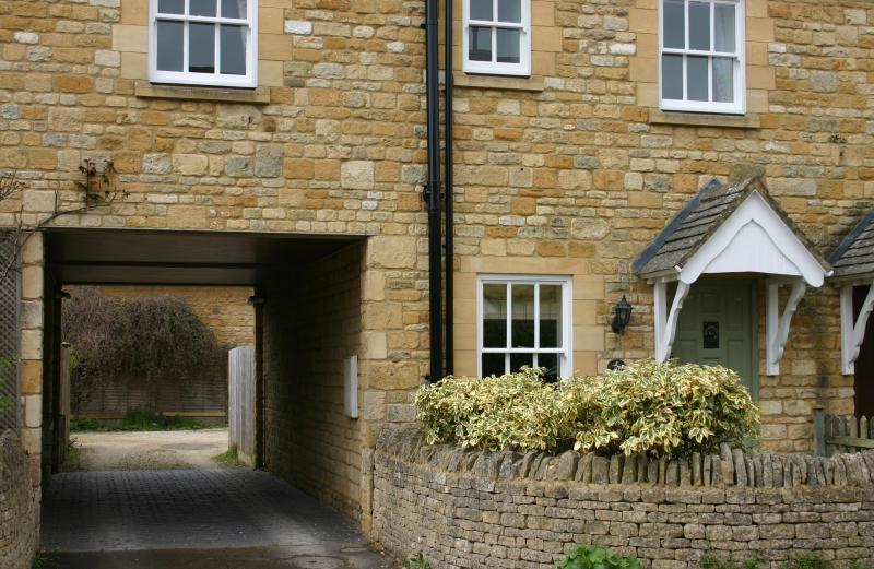 Cotswold stone cottage just 30 seconds from Chipping Campdens historic high street