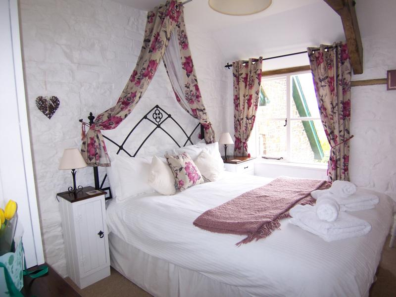 Pretty bedroom with a fabulously comfy bed!