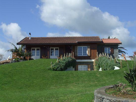 Beautiful 3 bed log cabin home, with lots of space inside, huge garden and close to the beach.
