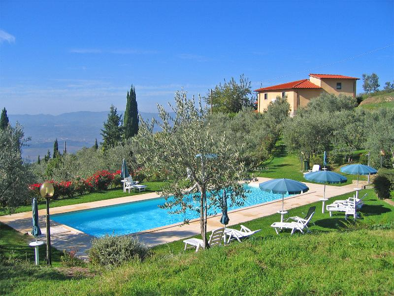 Podere Casarotta - View of the house from the pool