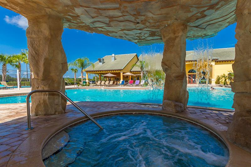 Paradise Palms Resort - Jacuzzi and heated pool, with Tikki Bar