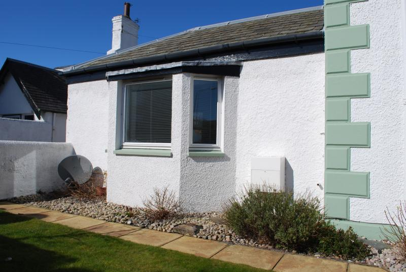 Newly decorated and furnished 1 bedroom bungalow situated in the heart of North Berwick