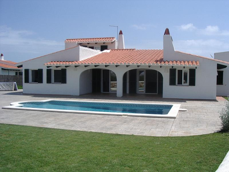 The photo does not do this wonderful detached villa justice!   Lovely peaceful residential area.