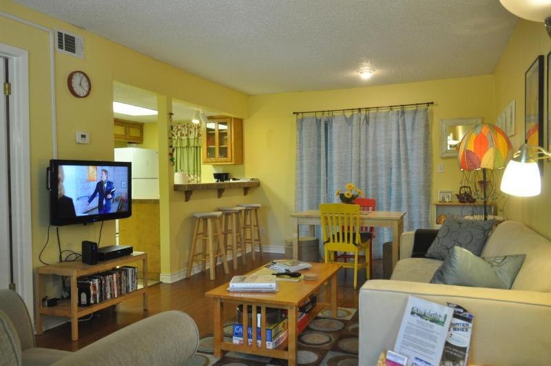 Living area has 32' HDTV with Blueray DVD player