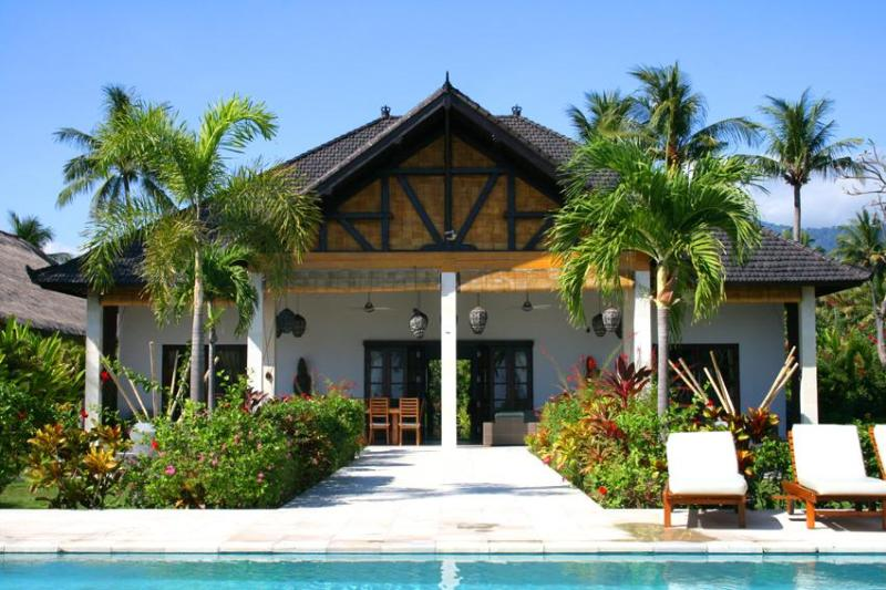 Bali villa Pandu-Luxury pool villa on the beach. - Image 1 - Lovina Beach - rentals