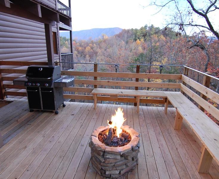 Deck with Beautiful 20 Mile Mountain View, Gas Fire Pit, Weber Gas Grill, Outdoor Speakers