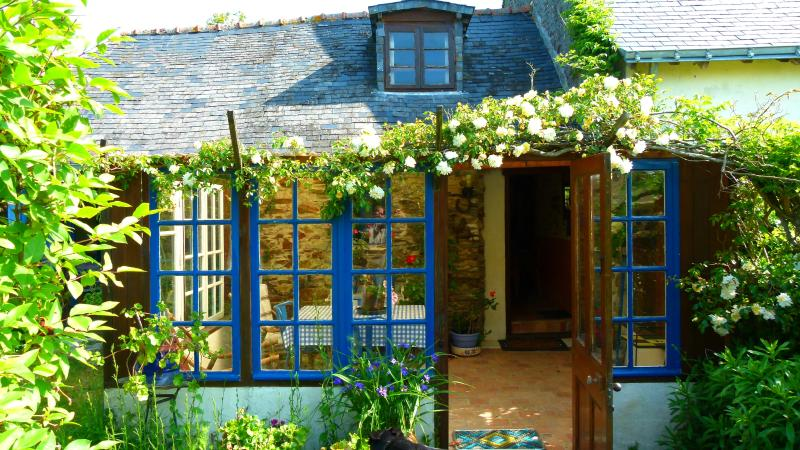 Conservatory for coffee & croissants or a glass of local wine (Rosé d'Anjou)