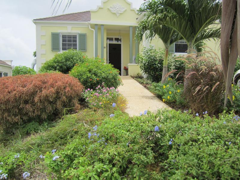 Island Breeze - Entrance to the property is via a beautiful tropical garden