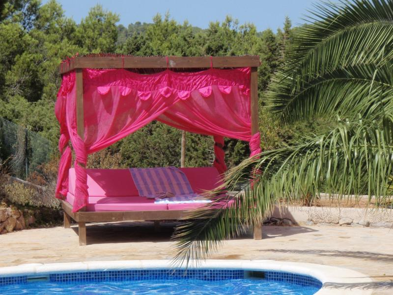 Daybed by private pool