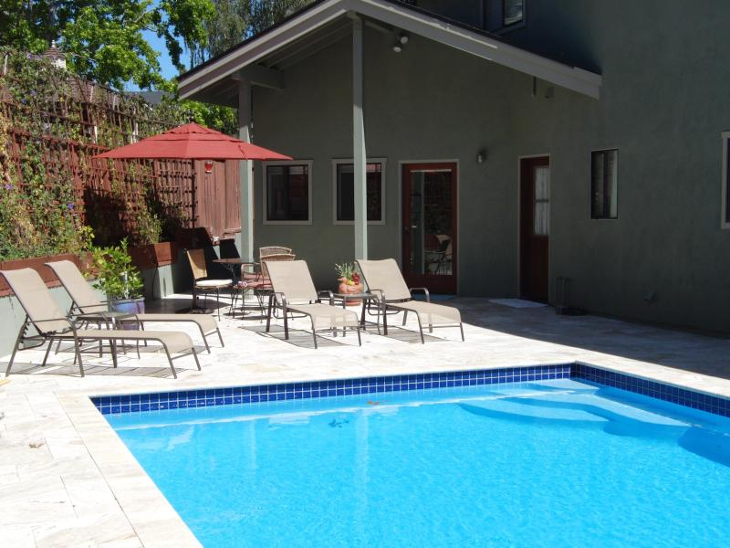 Swim in the warm pool. BBQ & dine on the patio! Piano, dining table, bar, & breakfast  Slps 4-6.