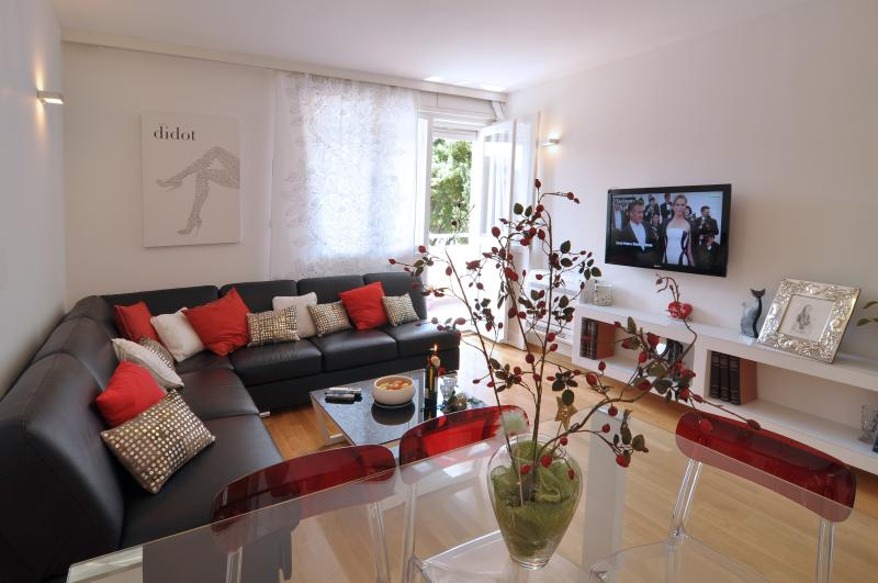 welcom in Split in a still new and comfortable apartment with living room overlooking the sea view