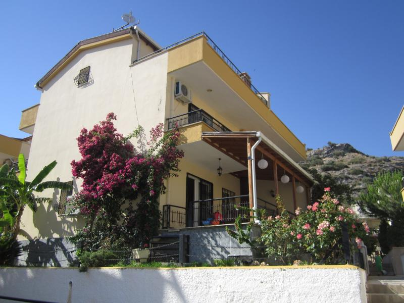 Begonvilla, 4 bedrooms + seaview & balcony, 3 bathrooms, pool, private garden, 150m from beach!