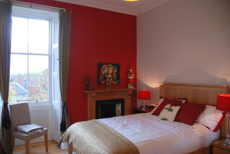 Double bedroom. This apartment is ideal for a couple or up to 5 guests.