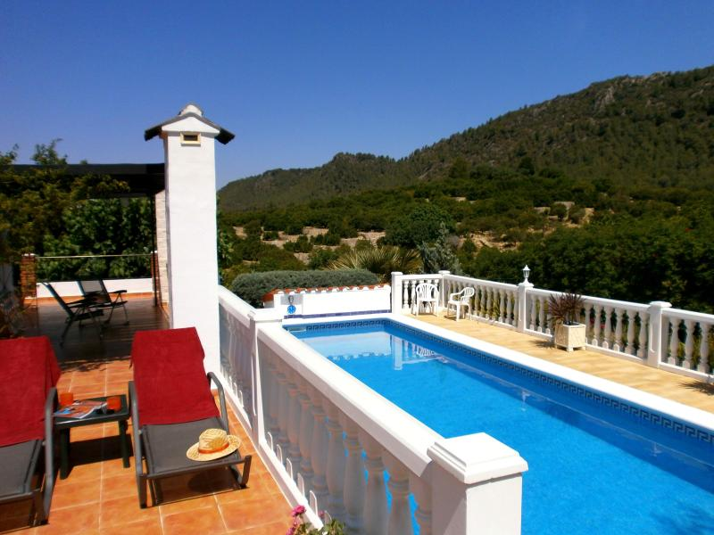 Para Dos - Very private, large HEATED POOL with mountain views and essentail shade - Just for Two