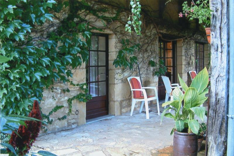 The pretty entrance and covered terrace perfect for romantic dinners
