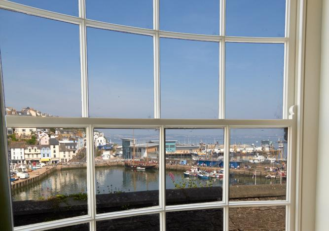 Amazing harbour & bay views from lounge windows