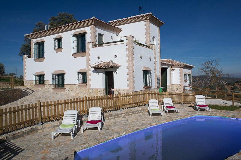 Cortijo la Torre: tranquil location admidst olive groves, beautiful views. Central in Andalucia