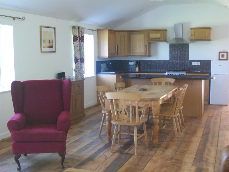 Open plan  fully fitted dinning and kitchen
