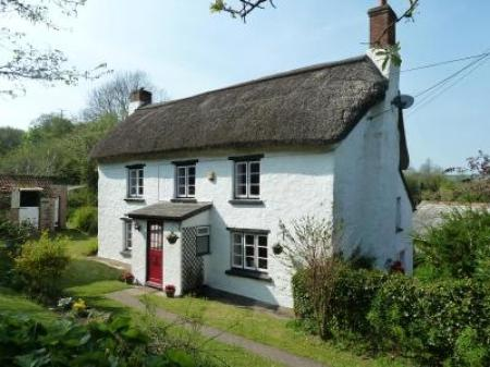 Grade II listed cottage in small rural hamlet