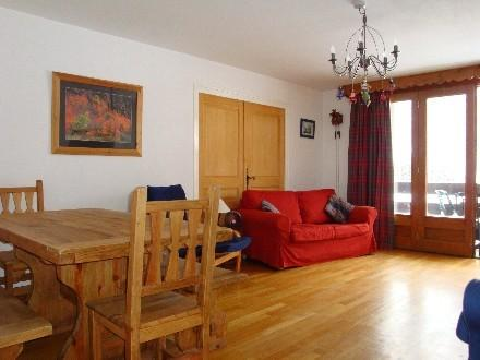 Spacious sitting room with dining area and balcony