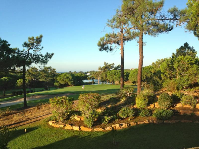 Villa 132 benefits from this fabulous location ON Quinta do Lago South Golf Course, facing the Lake