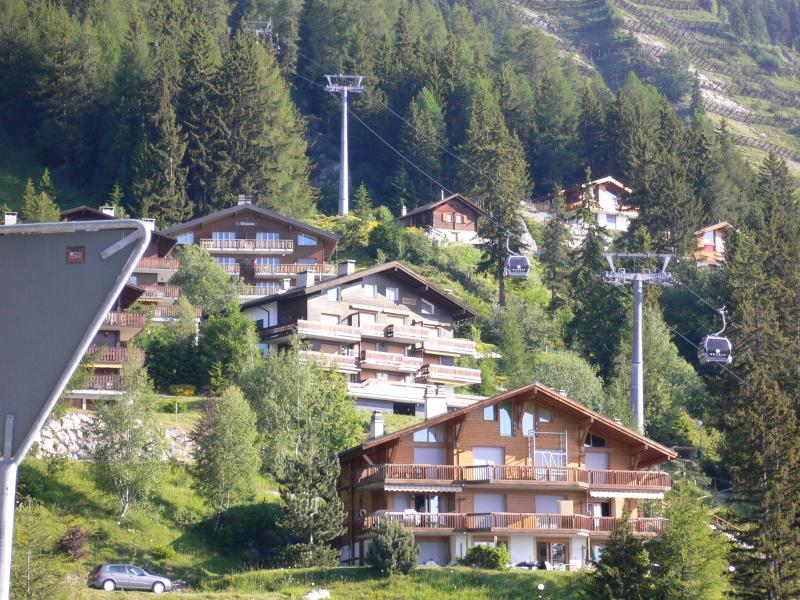 Apartment is in the middle Chalet, located in the Village of Anzere