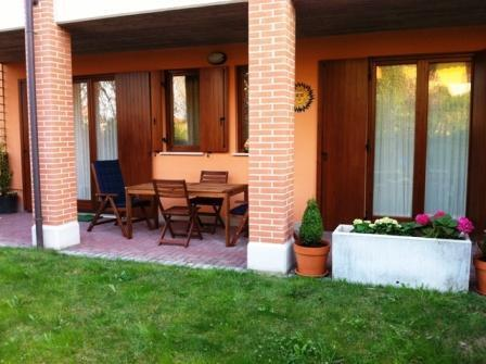 Private garden with outdoor table (front view)