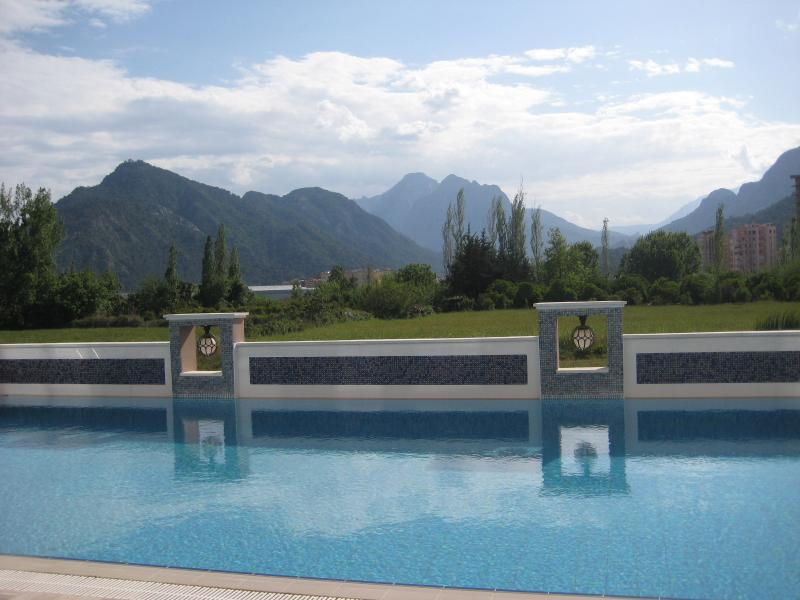 Beautiful mountain views from the outdoor swimming pool.