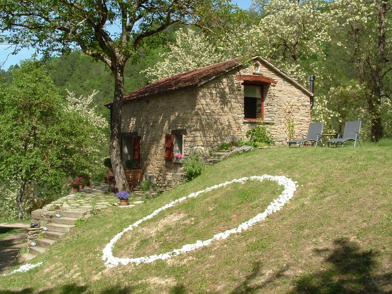 La Casetta is a cosy stone cottege, close to cultural towns and medieval villages.