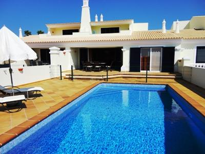 Luxury Link Villa with Pool