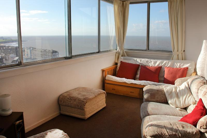 Dreamland Lets sitting room with panoramic sea view