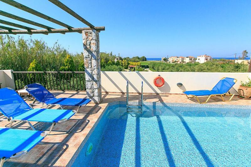 Lovely villa sleeping up to 10 people with private pool and seaviews
