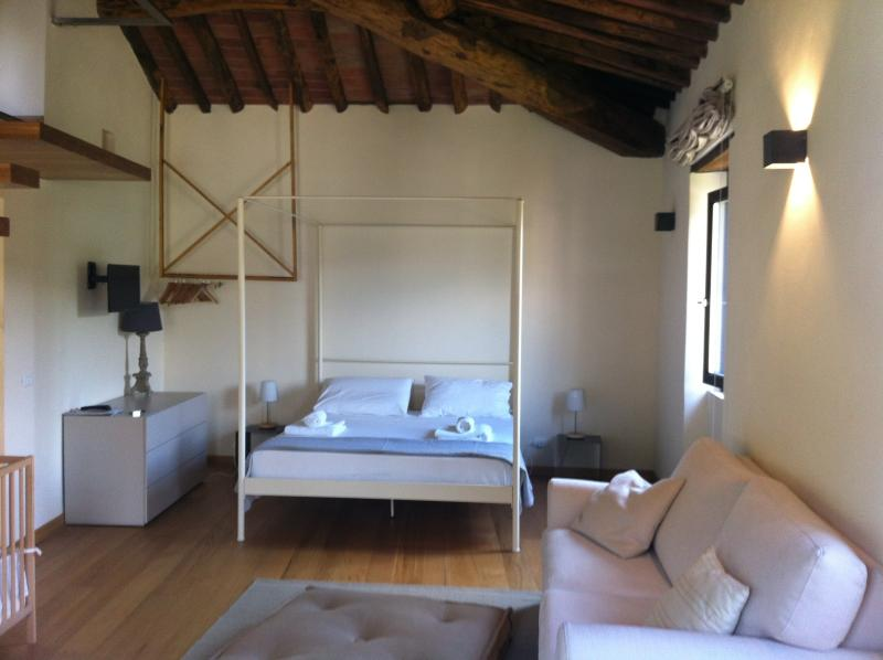 La Spilla second floor: open-plan bedroom with ensuite bathroom & kitchenette