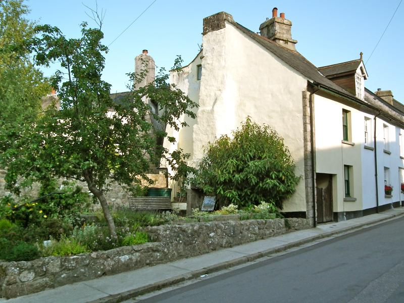 Trevithick Cottage, cosy 300 year old granite Cottage in the heart of the stannary town, Chagford.