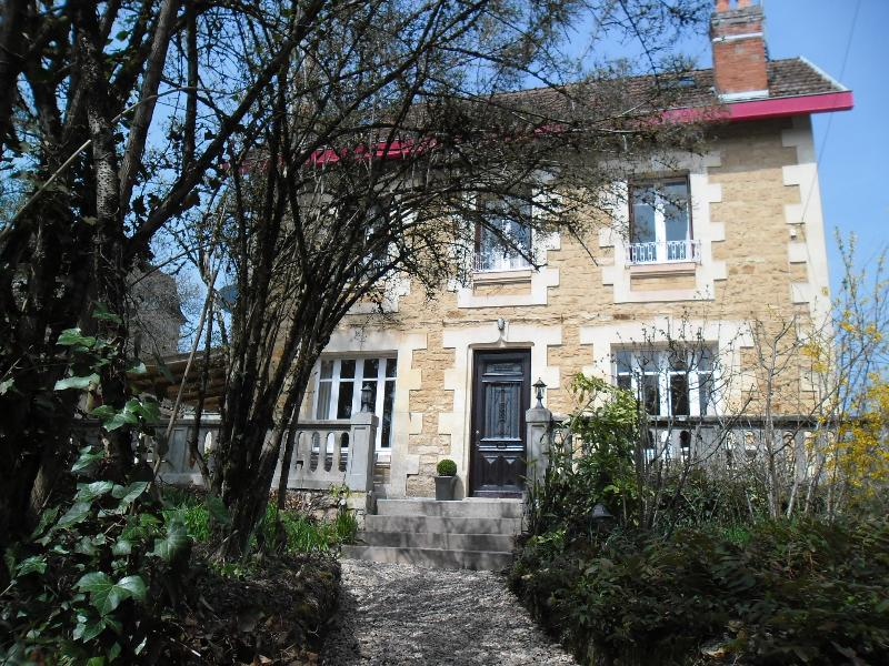 Luxury, Central Sarlat, Period detached town house, Pool, Free Wi Fi,  Refurbished 2013