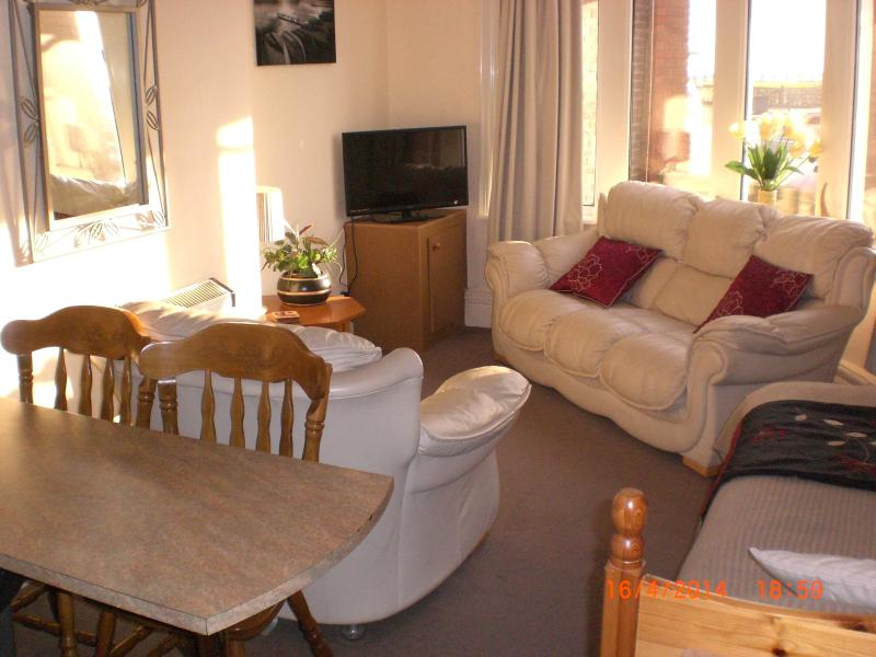 GROUND FLOOR FRONT  Lounge area with full size double bed