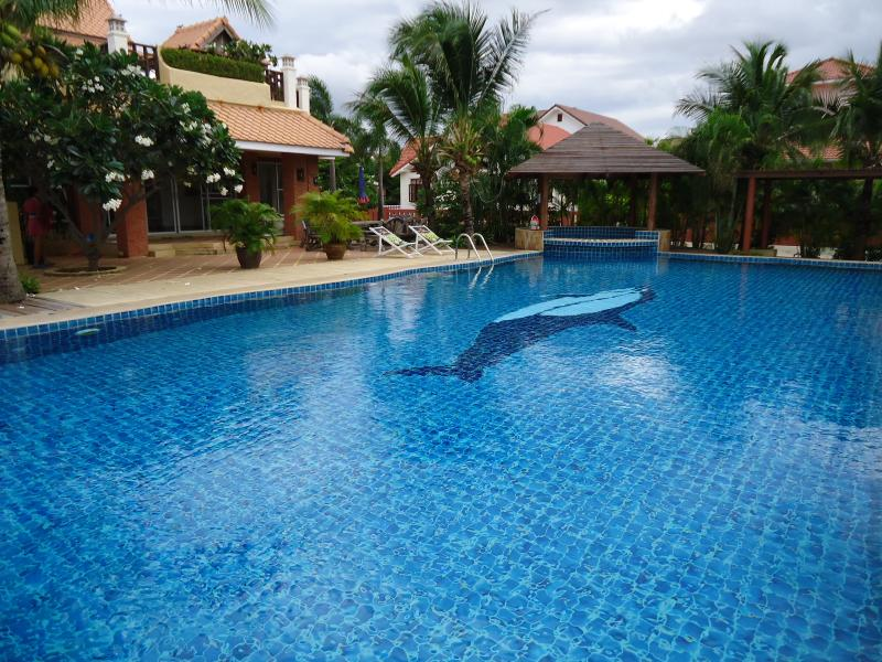 Large Swimming Pool/Jacuzzi adjoining Clubhouse (Gym,Pool/Table Tennis Tables)